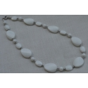 Necklace in white agate and silver