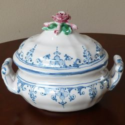 Decorated oval tureen