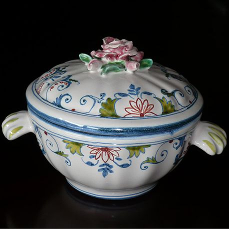 Decorated round tureen